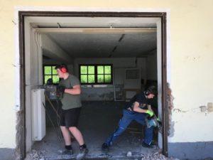 Abriss der Werkstättengebäude - Teamwork mit Sicherheitsabstand